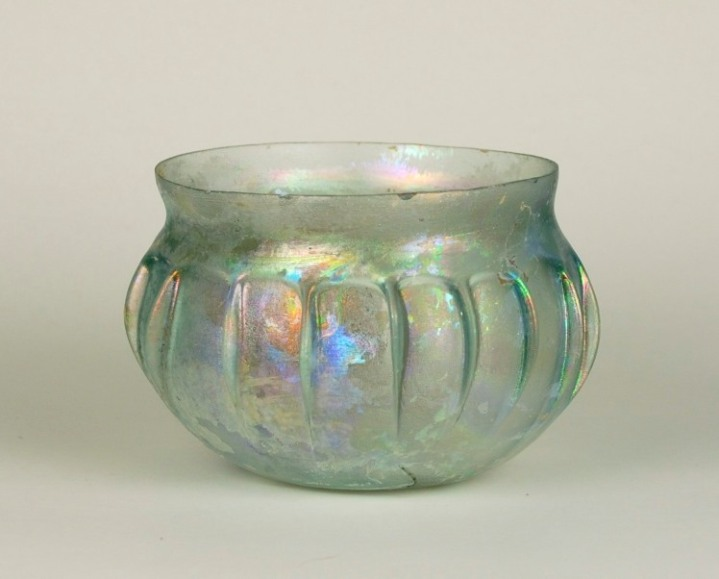 19R Blown Ribbed Bowl First C. AD H: 6 cm, D: 8 cm