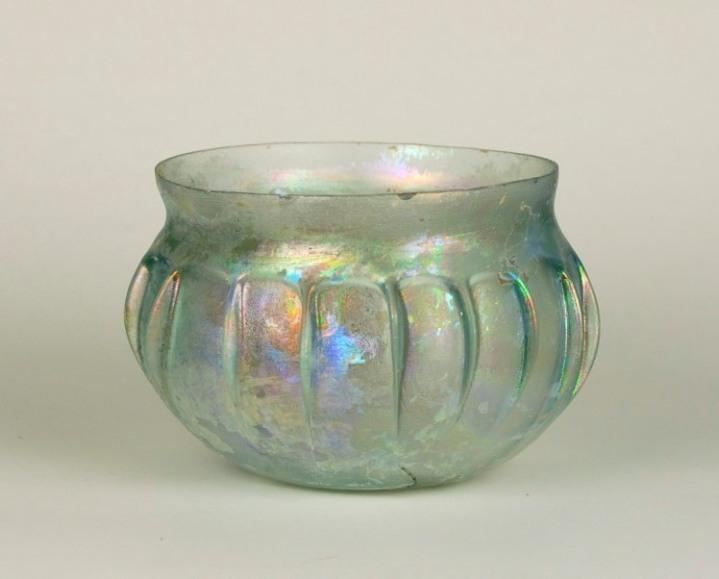 19R Blown Ribbed Bowl First C. AD H: 6 cm, D: 8 cm