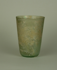 02R Beaker with wheel cut lines 1st Century