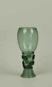 58E Tall Dark Green Roemer Late 17th Century H 15.8cm