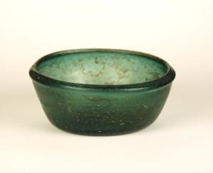 34R Small Islamic or late Roman green glass dish or bowl 4-7th C