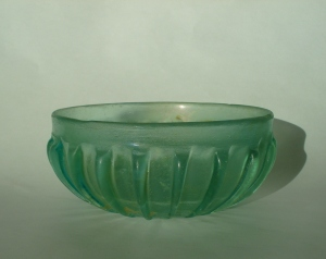 Translucent high ribbed bowl