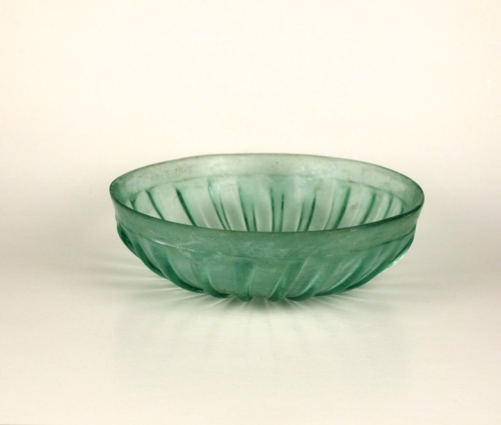 67R Roman ribbed glass bowl