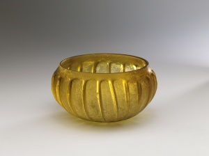 AMBER RIBBED BOWL (zarte Rippenschale)