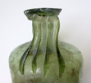 Roman cylindrical glass bottle combed hander