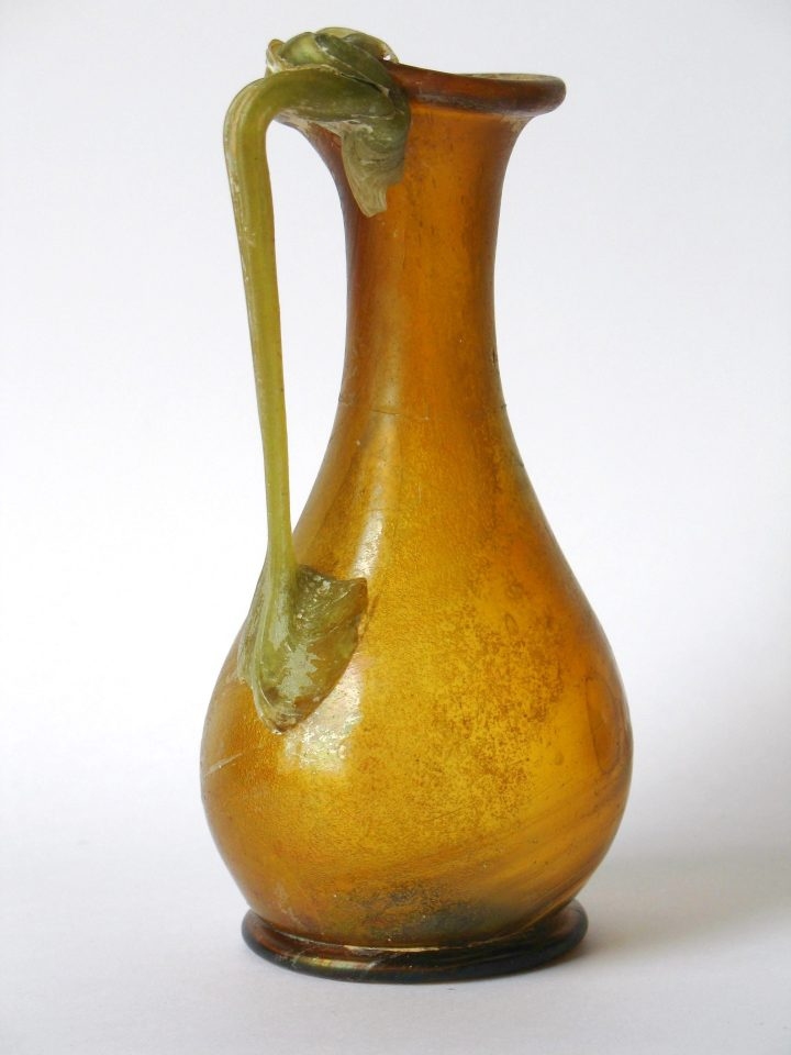 PEAR-SHAPED ROMAN GLASS JUG