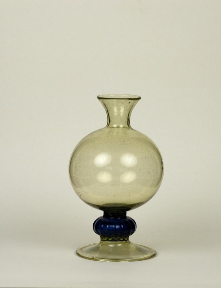 62E Spanish Bottle First half of 17th Century