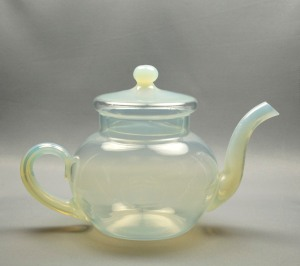 89A Fry Tea Pot clear body with white handle andspout