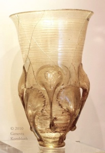 A 6th-century glass claw beaker from Selzen (Germany), grave3